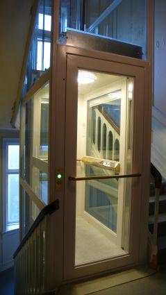 elevator frederiksberg allé elevatorskakt i glas som matcher det smukke trapperum